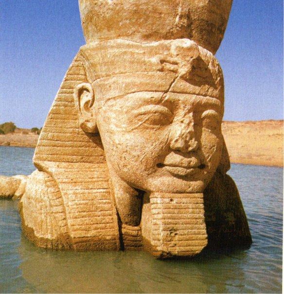 1-Ramsés II cubierto por las aguas en Wadi es Sebua