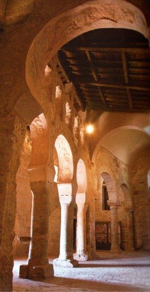 16-Interior de la iglesia del Monasterio de Suso, estilo mozárabe-metirta.online