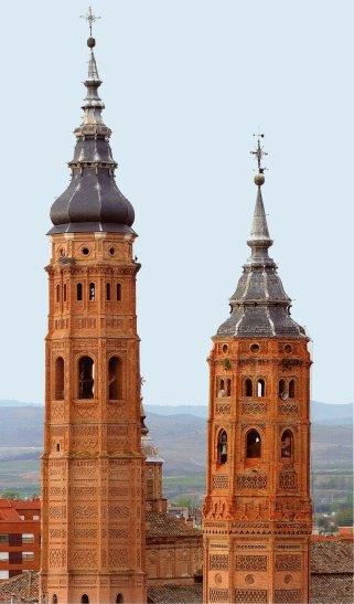 21-Torre de la Colegiata de Sta Mª (izquierda) y Torre de San Andrés (derecha). Calatayud-metirta.online