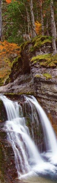 23-Cascada en el Parque Nacional de Ordesa y Monte Perdido-metirta.online
