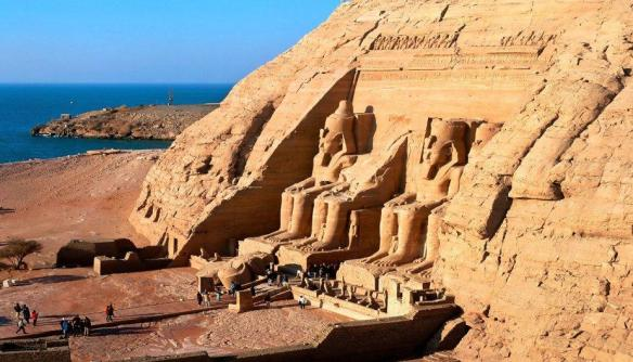 3-Templo de Abu Simbel construido por Ramsés II en la alta Nubia