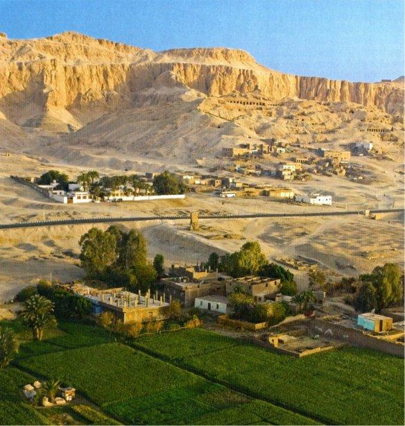 7-Tierra cultivable con las montañas de Tebas al fondo