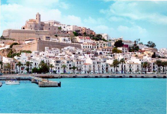 1-La vieja Ciudadela de Eivissa, desde el puerto-metirta.online
