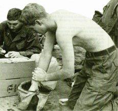 14-Soldados norteamericanos en la base de Keh Sanh en Vietnam del Sur