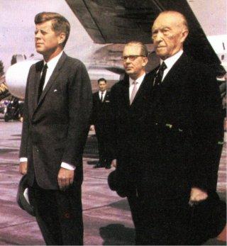 8-El presidente Kennedy con Adenauer