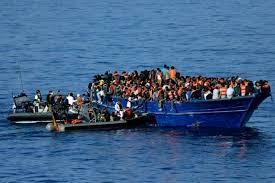 2-Llegada de emigrantes a las costas.jpg