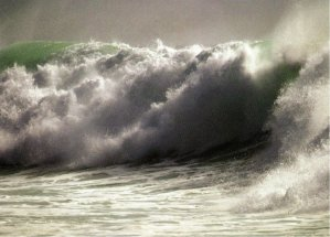 7-Ola gigante generada por un tsunami.metirta.online.jpg