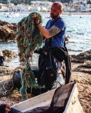 1-Redes de pesca abandonadas en el mar.metirta.online